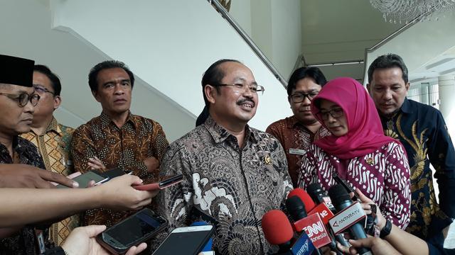 Ketua Ombudsman Amzulian Rifai berkunjung ke Kantor Wakil Presiden. (Merdeka.com/Intan Umbari Prihatin)