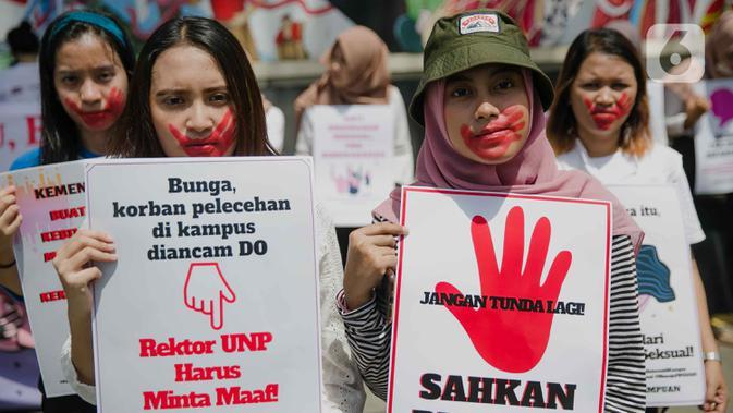 FOTO: Aksi Para Perempuan Tolak Kekerasan Seksual di Kemdikbud