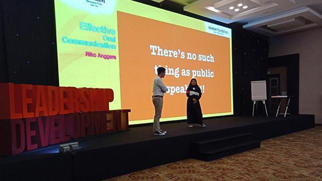 Belajar Public Speaking untuk Mengasah Leadership Bareng Riko Anggara