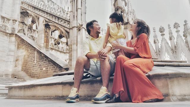 [Bintang] Foto Keseruan Gading Marten dan Gisela Saat Berlibur di Italia