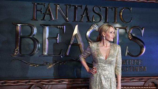 Lindsey pun merasakan kekecewaan yang teramat sangat dan tak akan mendukung J.K Rowling. Sementara itu, David Yates dang sutradara mendukung Johnny Depp untuk tetap bermain di Fantastic Beasts. (BEN STANSALL / AFP)