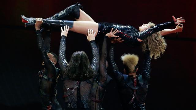 Tampil Energik, Taylor Swift Bius Penonton di Konser Reputation World Tour