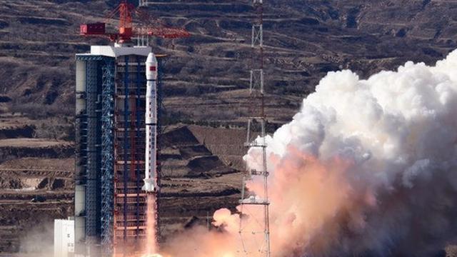 Sebuah satelit baru untuk pengamatan Bumi, Gaofen-7, diluncurkan menggunakan roket Long March-4B dari Pusat Peluncuran Satelit Taiyuan di Provinsi Shanxi, China utara, pada 3 November 2019. (Xinhua/Sun Gongming)