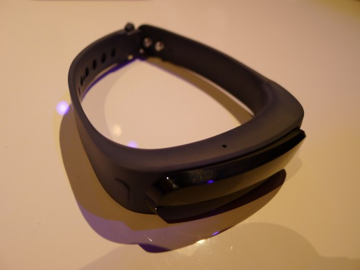 P1050017 520x390 Huawei TalkBand B1 is a fitness and sleep tracker with a Bluetooth 4.1 earpiece for wireless calls