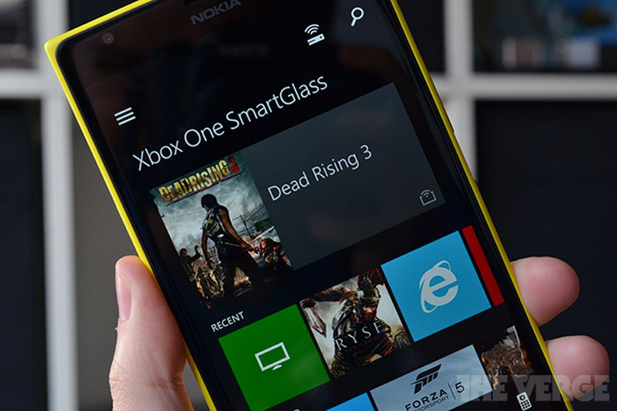 Xbox One SmartGlass Lets You Snap Apps From Your Phone Or