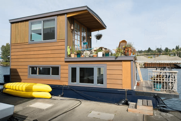 5 Amazing Houseboats You Can Rent On Airbnb