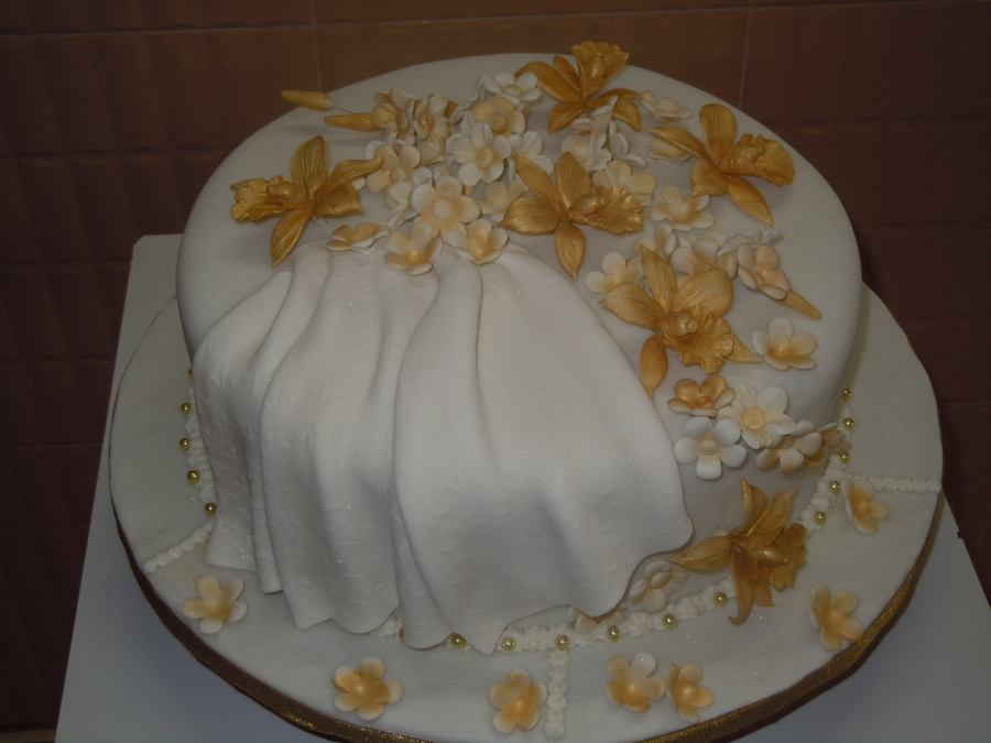 Single Tier Wedding Cake   CakeCentral com this was a single tier wedding tht i made with gold orchids     the theme  color was gold  Wedding Cakes