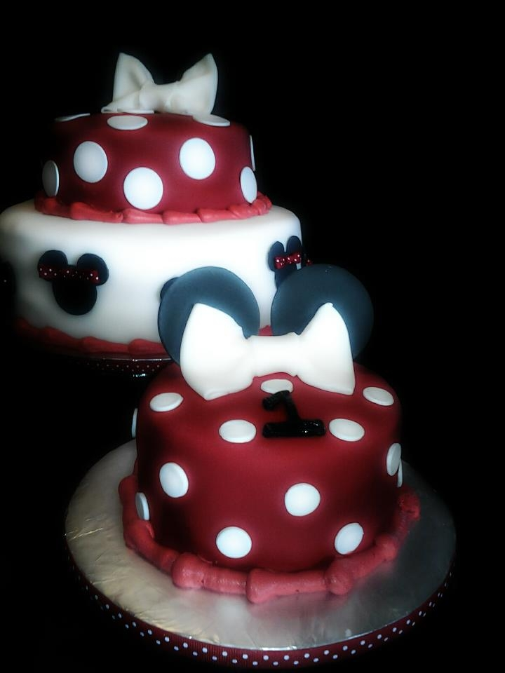 Red White And Black Minnie Mouse 1st Birthday Cake And