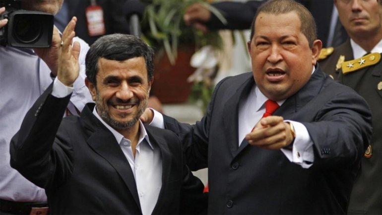 Mahmoud Ahmadinejad junto a Hugo Chávez