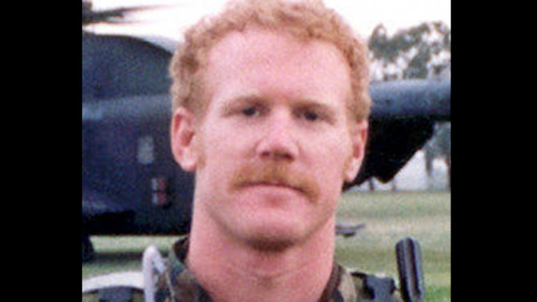 Suboficial de primera clase Neil C. Roberts