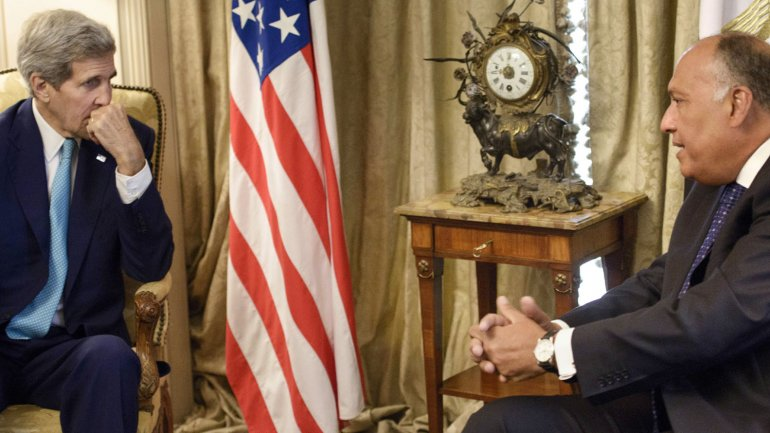 John Kerry, con su homologo egipcio,Sameh Shukri