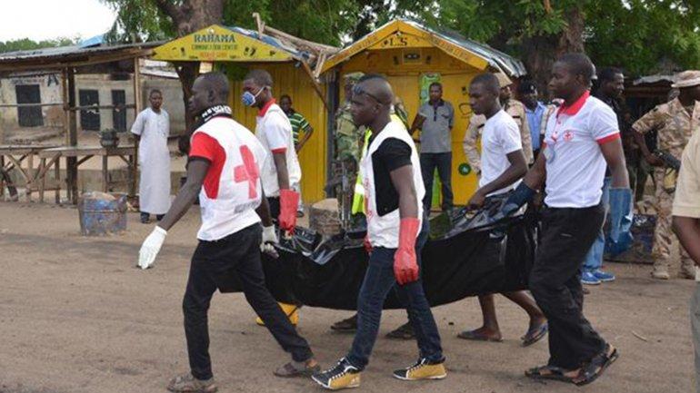 Médicos asisten a víctimas de un ataque de Boko Haram. Archivo