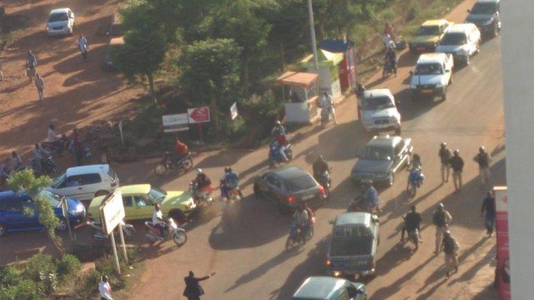 Operativo militar en las afueras del Hotel Radisson de Bamako, capital de Mali