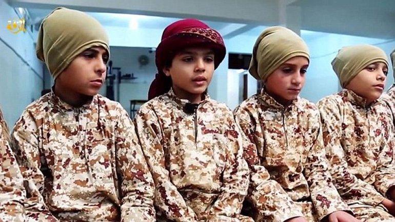Los menores de edad son reclutados por el Estado Islámico y obligados a matar a sus familiares no creyentes