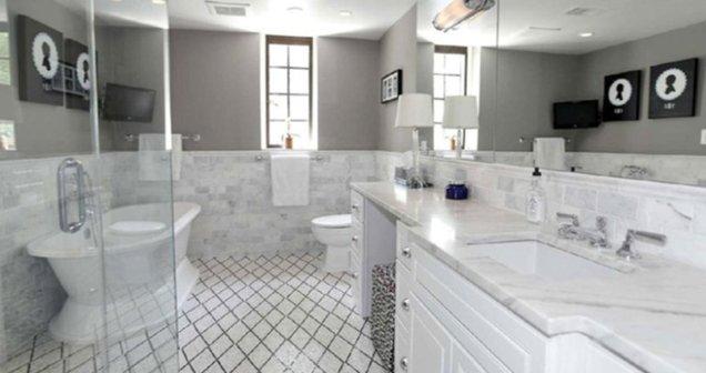 Uno de los ocho baños de la residencia donde vivirán los Obama
