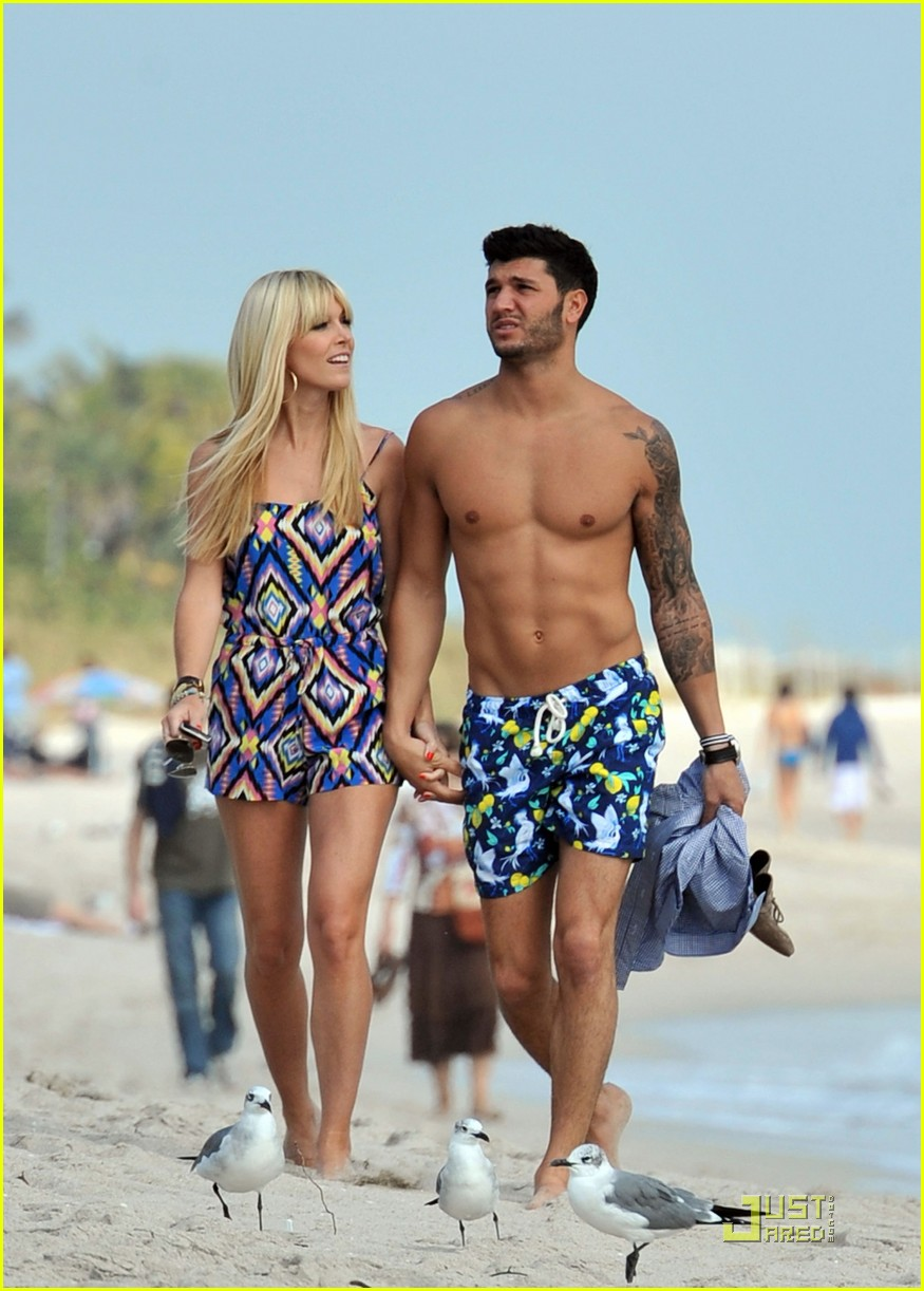 Tinsley Mortimer Amp Brian Mazza Miami Beach Stroll Photo