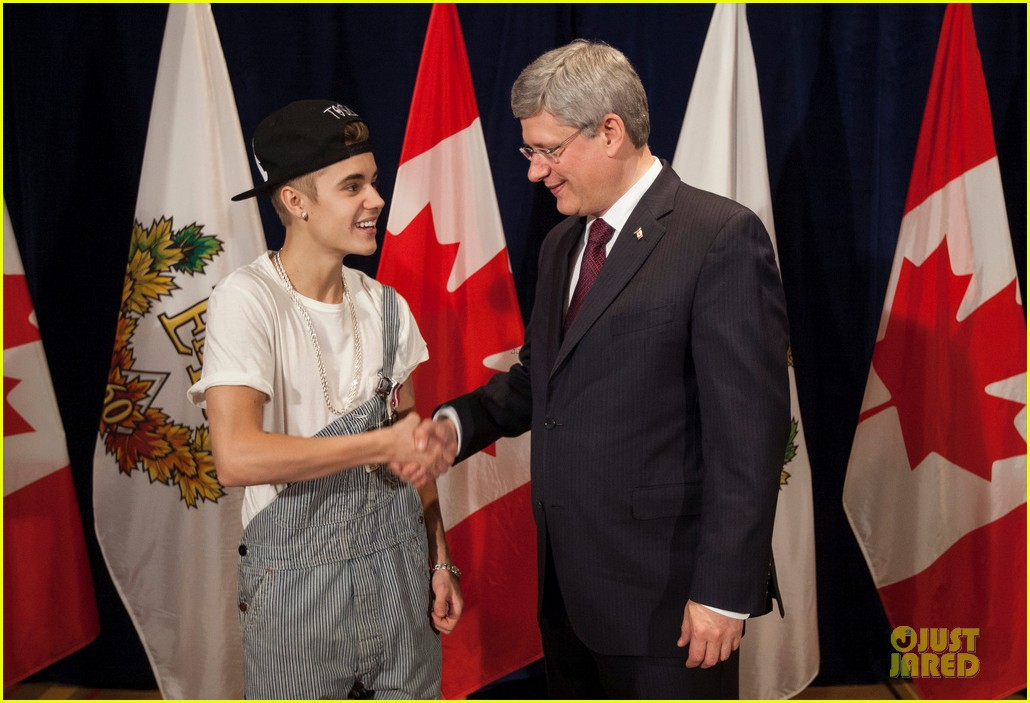 justin bieber defends wearing overalls to meet prime minister 05