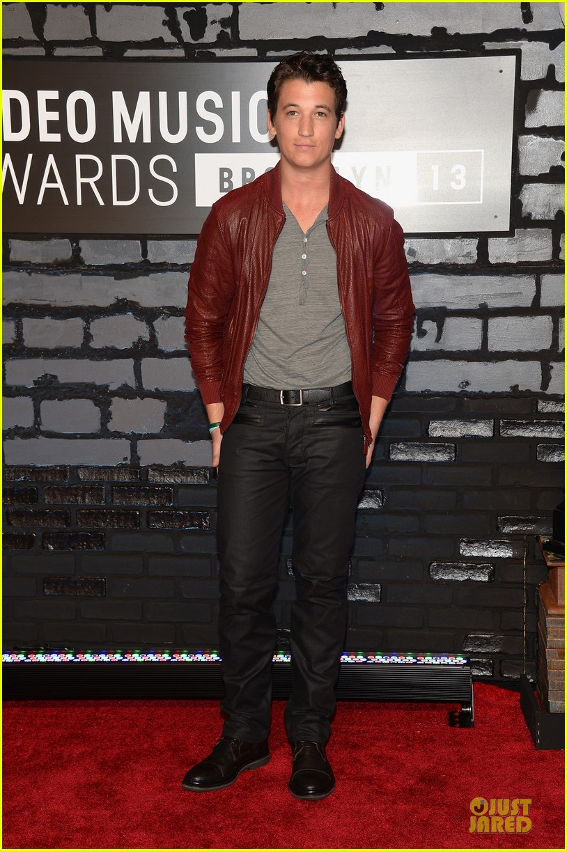 miles teller mtv vmas 2013 red carpet 01