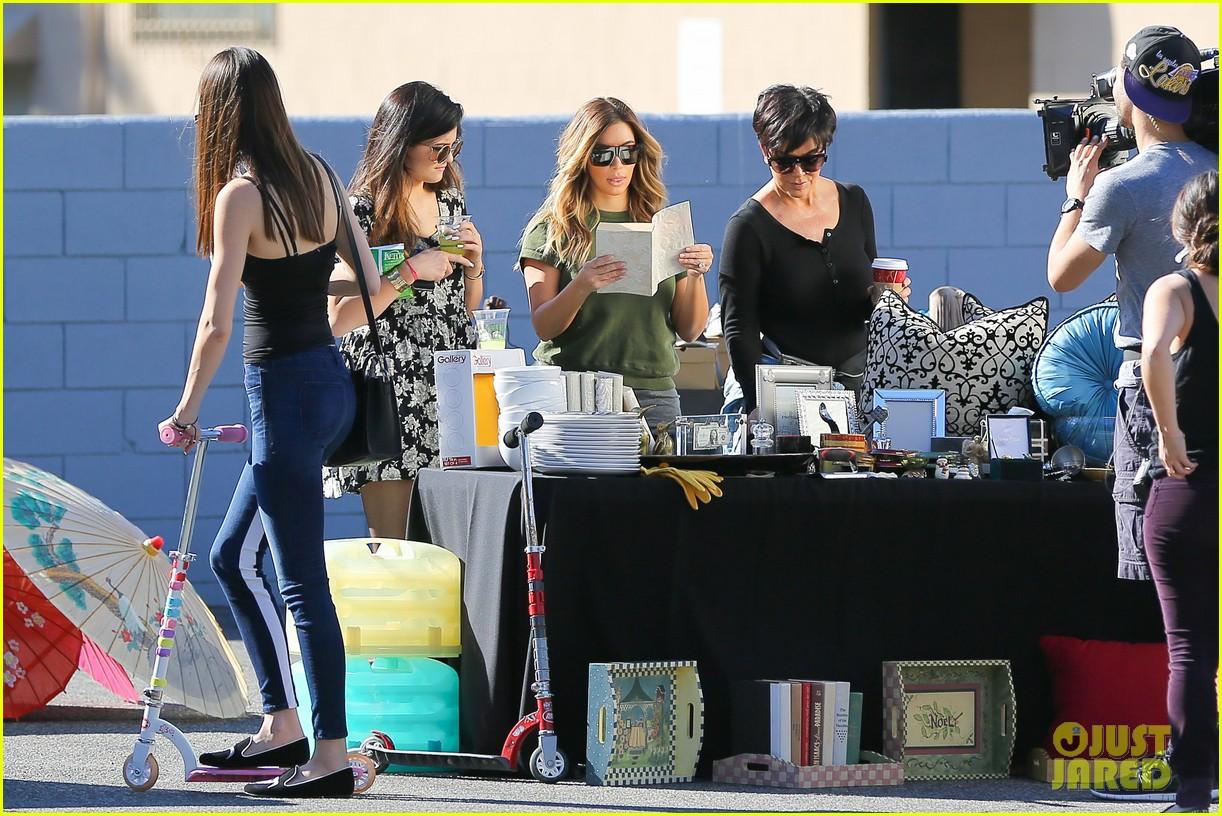 Kim Kardashian Amp Family Sell Items At Charity Yard Sale Photo 2990031 Bruce Jenner Kendall