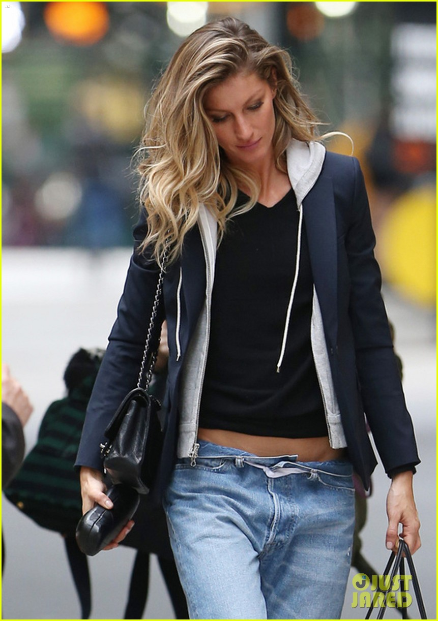 Gisele Bundchen Keeps Jeans Up By Wrapping Ribbon Around