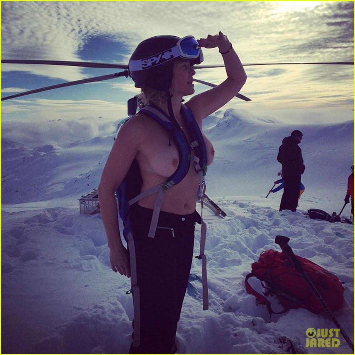 https://i2.wp.com/cdn01.cdn.justjared.com/wp-content/uploads/2014/12/handler-topless/chelsea-handler-goes-topless-again-on-instagram-01.jpg