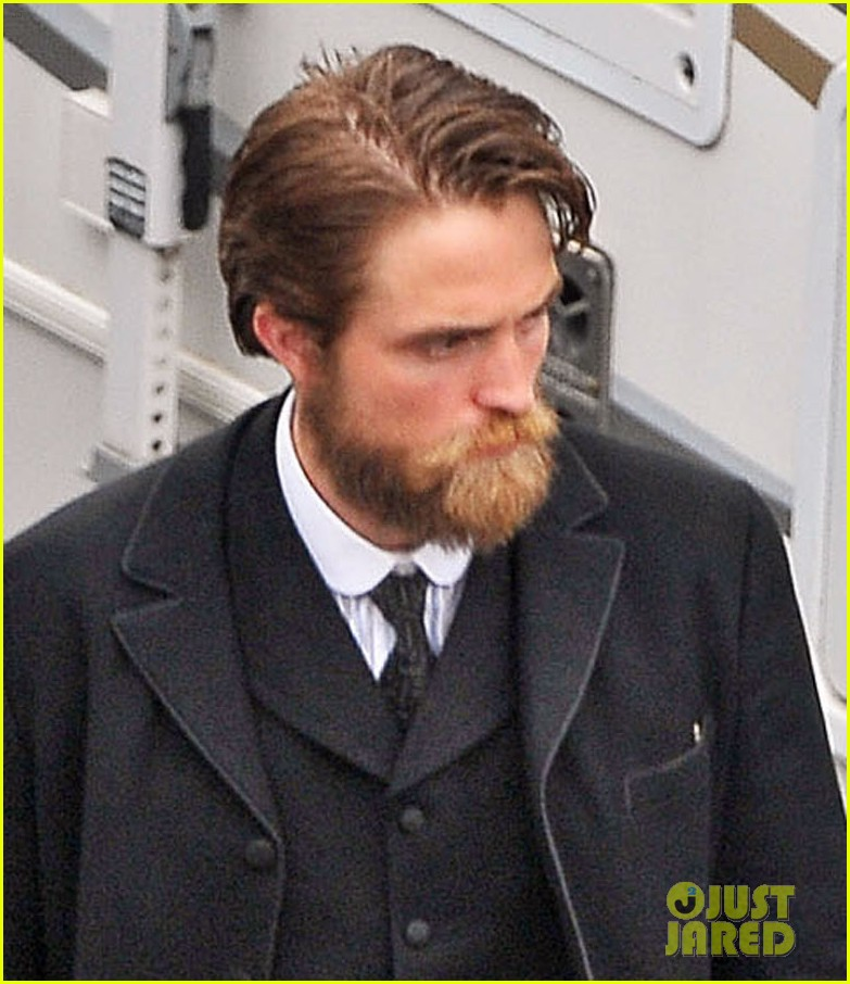 Charlie Hunnam Amp Robert Pattinson Suit Up Amp Sport Facial