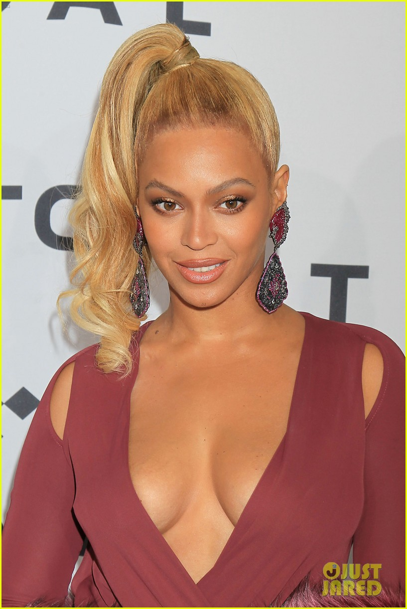 Beyonce Flaunts Cleavage In Sexy Dress At Tidal Concert