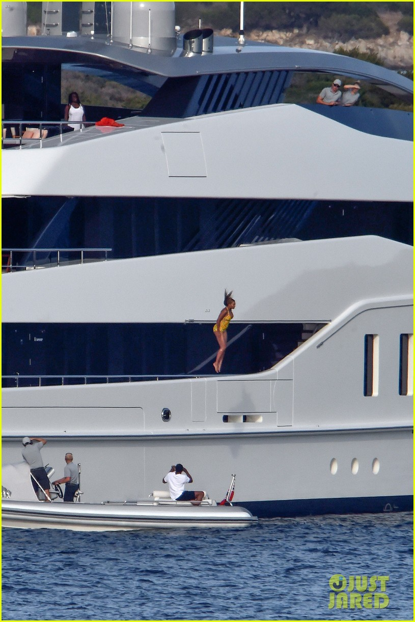 Beyonce Jumps Off Giant Yacht In Italy See The Photos Photo 3736323 Beyonce Knowles Jay Z