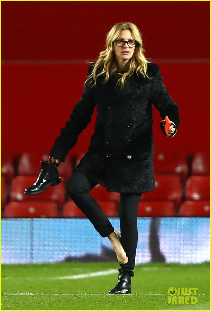 Julia Roberts Is The Best Soccer Mom Takes Kids To Manchester United Game Photo 3816505