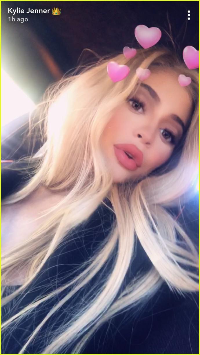 Pregnant Sisters Khloe Kardashian Amp Kylie Jenner Snap New