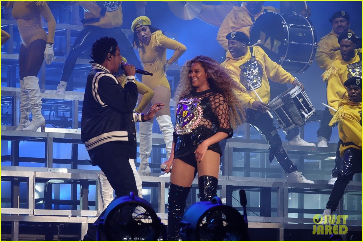 Jay Z Joins Beyonce On Stage During Coachella Performance
