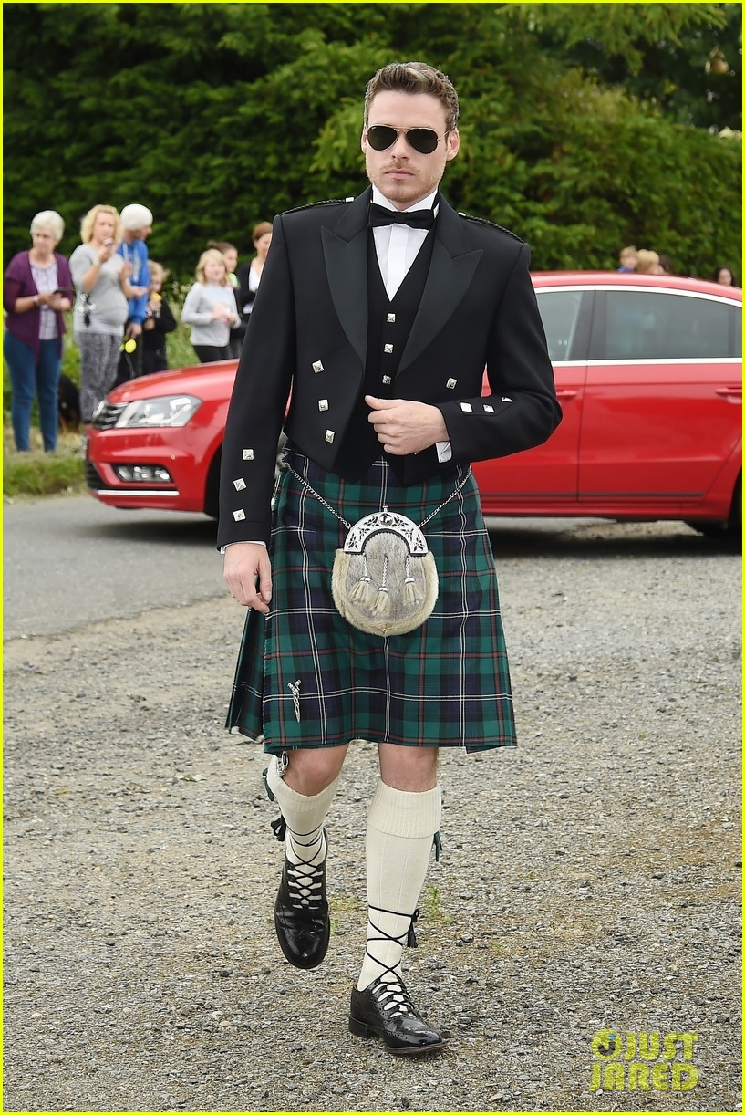 Richard Madden Wears a Kilt to 'Game of Thrones' Co-Stars ...