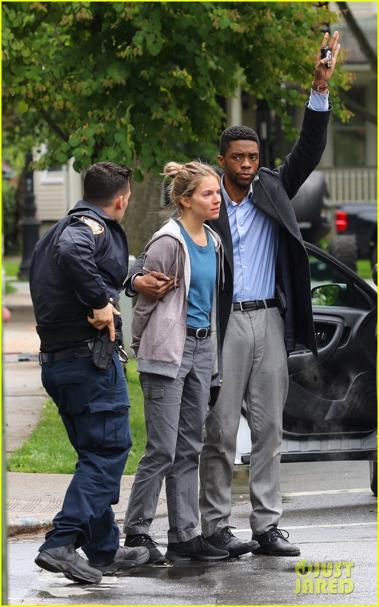 chadwick boseman handcuffs sienna miller on 21 bridges set 014291486