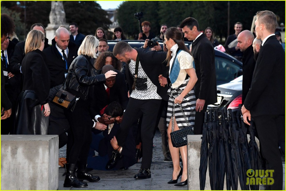 justin timberlake attacked louis vuitton show 054363557