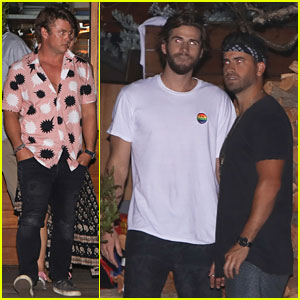 Liam & Luke Hemsworth Grab Dinner with Friends & Family