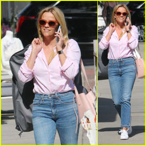 Reese Witherspoon Looks Cute While Shopping on Melrose Place!
