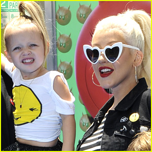 Christina Aguilera Brings Daughter Summer On Stage at Concert!