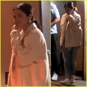 Selena Gomez pasa la noche en el estudio de música!