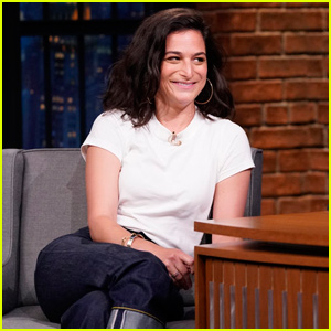 Jenny Slate Gave a Commencement Speech to One Student on an Island