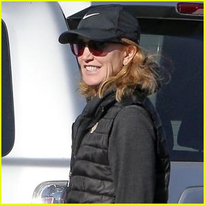 Felicity Huffman Shares a Laugh with Fellow Volunteers During Community Service in L.A.