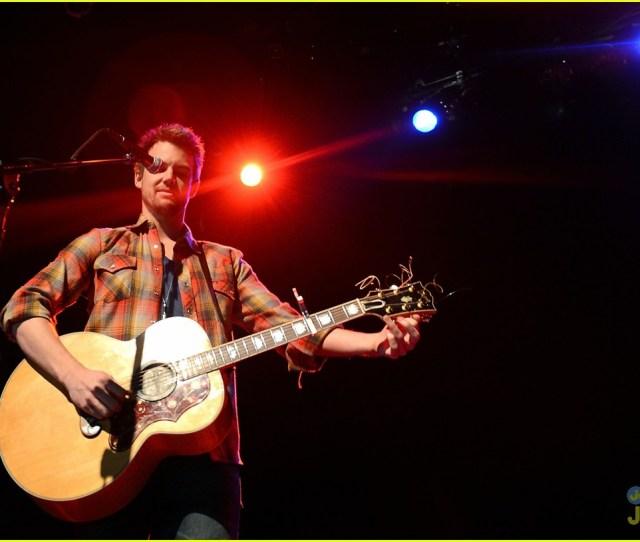 Tyler Hilton Gramercy Concert 02