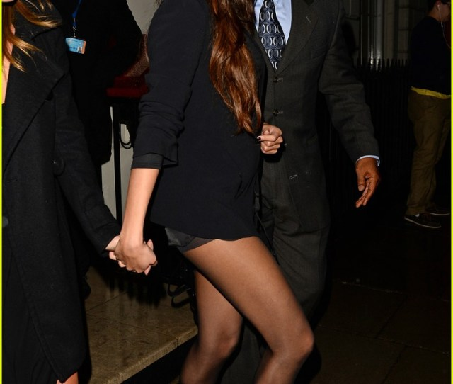 Selena Gomez Shows Off Legs For Days On Night Out In London 07