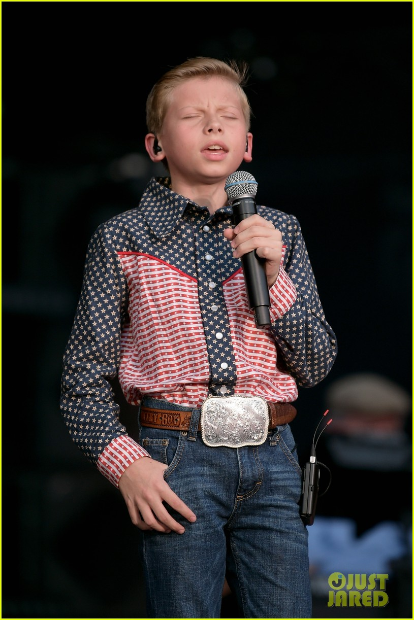Mason Ramsey Takes The Stage At CMA Music Fest Photo
