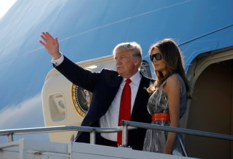 U.S. President Donald Trump and first lady Melania Trump board Air Force One during their departure back to Washington, at Hamburg International Airport, in Hamburg, Germany, July 8, 2017. REUTERS/Carlos Barria - RTX3ANH4