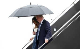 U.S. President Donald and First Lady Melania Trump step from Air Force One upon their arrival in Newark, New Jersey, U.S. to spend the weekend in Bedminster July 14, 2017. REUTERS/Kevin Lamarque - RTX3BINZ