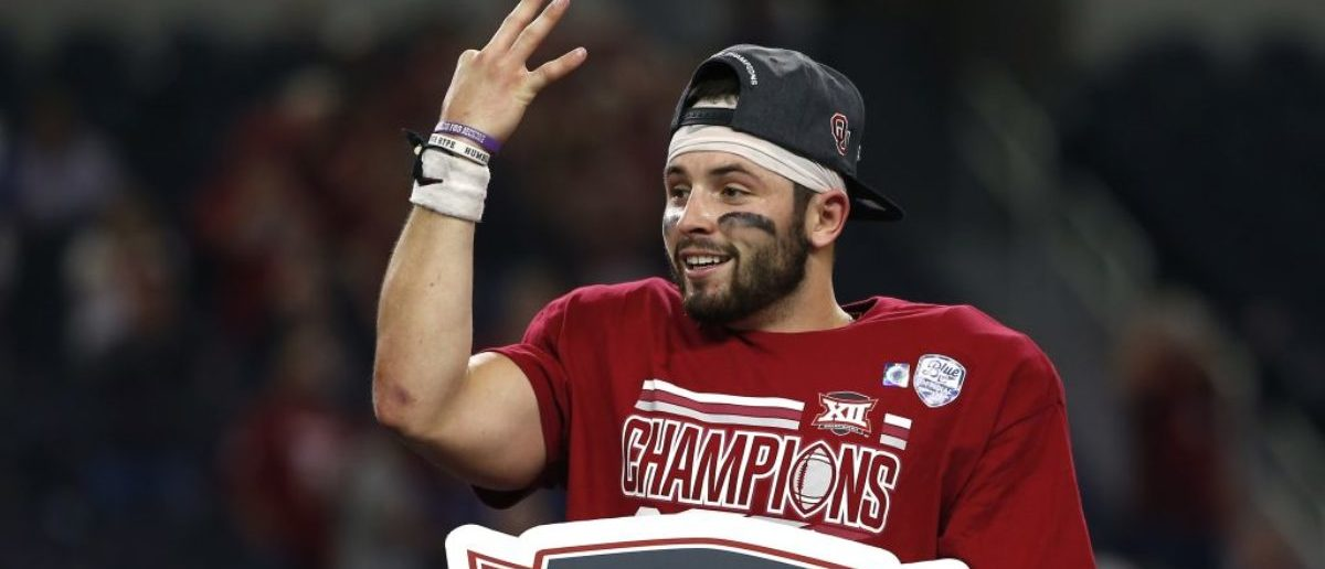 ARLINGTON, TX - DECEMBER 2: Baker Mayfield #6 of the Oklahoma Sooners celebrates after defeating the TCU Horned Frogs 41-17 in the Big 12 Championship AT&T Stadium on December 2, 2017 in Arlington, Texas. (Photo by Ron Jenkins/Getty Images)