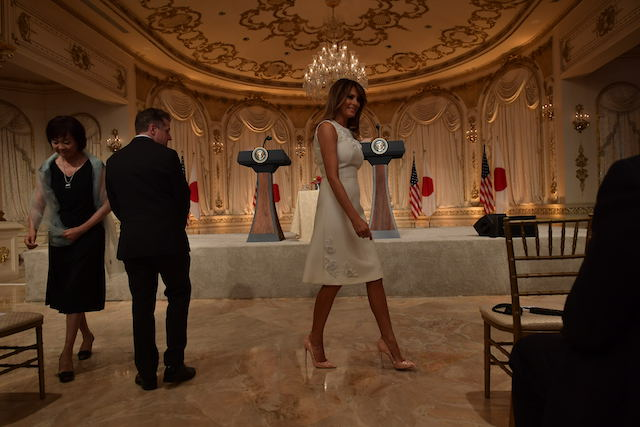 US First Lady Melania Trump (C) and Japanese First Lady Akie Abe (L) arrive for a joint press conference of US President Donald Trump and Japan's Prime Minister Shinzo Abe at Trump's Mar-a-Lago estate in Palm Beach, Florida on April 18, 2018. / AFP PHOTO / MANDEL NGAN (Photo credit should read MANDEL NGAN/AFP/Getty Images)