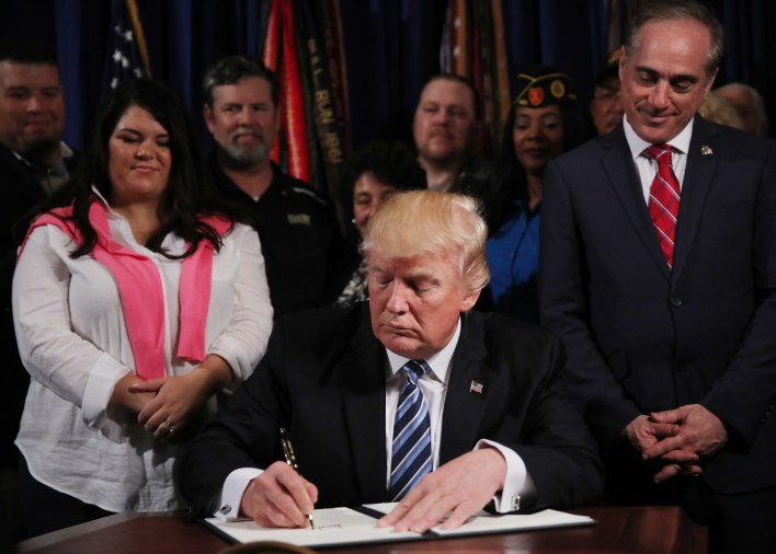 President Donald Trump signs an Executive Order on improving accountability and whistleblower protection at the Veterans Affairs Department in Washington, April 27, 2017. REUTERS/Carlos Barria