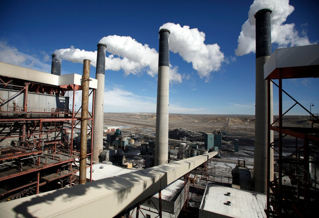 Steam rises from the stakes of the coal-fired Jim Bridger Power Plant supplied by the neighboring Jim Bridger mine that is owned by energy firm PacifiCorp and the Idaho Power Company, outside Point of the Rocks, Wyoming, March 14, 2014. REUTERS/Jim Urquhart