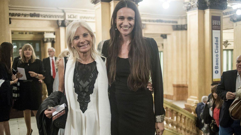 Teresa Castaldo, embajadora de Italia en la Argentina, junto a Elisabetta Riva, directora del Teatro Coliseo y del ciclo Nuova Harmonia, en la presentación en el Teatro Colón
